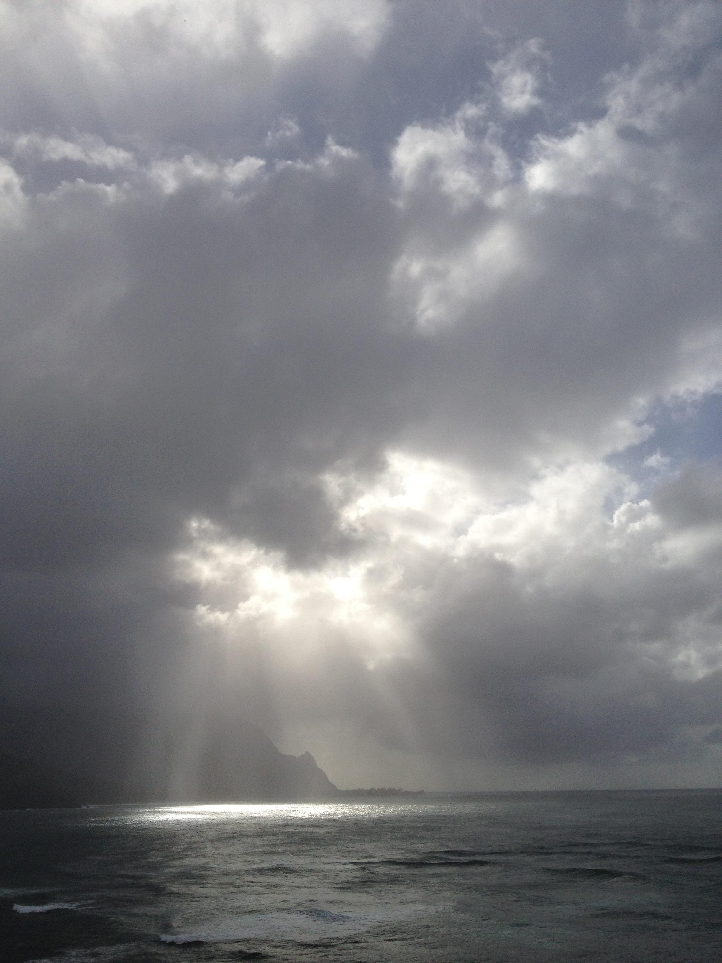 Sun shines through cloud of Kauai 2