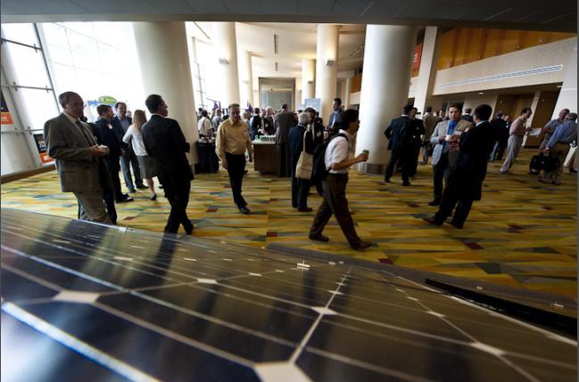SunShot participants talk outside the plenary session (Creative Commons)