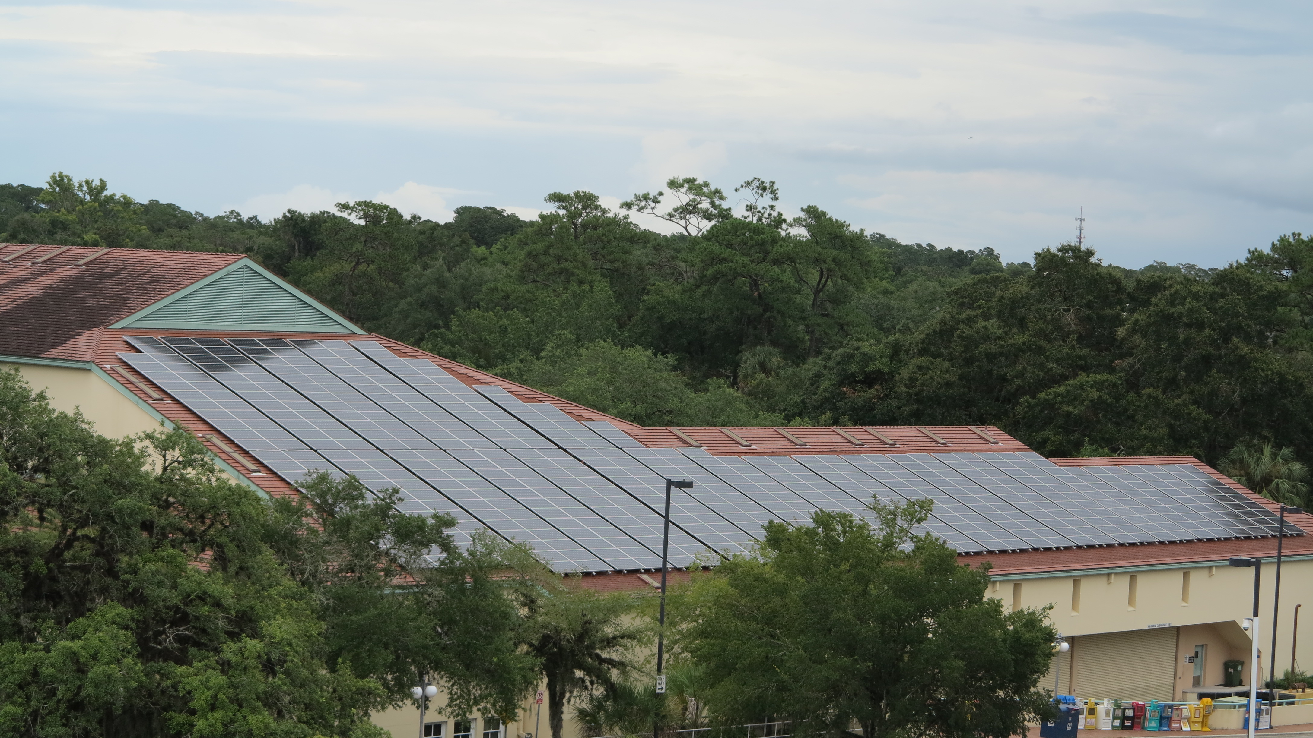 Solar panels on rooftop of Gainesville library2
