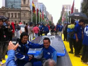 World Solar Challenge 2011 Adelaide Australia Tokai-Universitys-Tokai-Challenger-shake hands