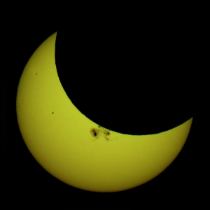 Partial Solar Eclipse of Oct. 23, 2014 (CC -tomruen) Minneapolis 5-36pm_Ruen1