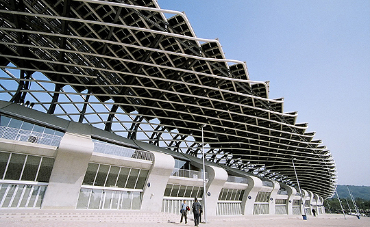 Dragon-shaped Solar Stadium in Kaoshung, Taiwan (credit: Peellden)