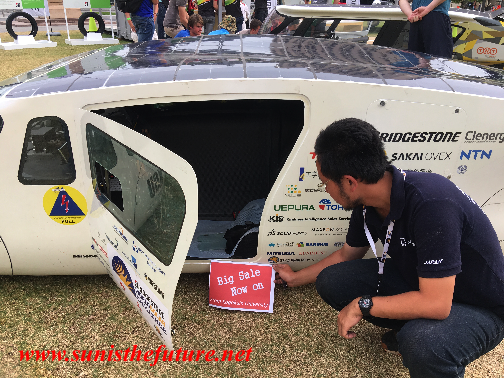 Owl of Kogakuin University Solar Vehicle Project from Japan, Winner of the Cruiser Class in World Solar Challenge 2015 (credit: sunisthefuture-Susan Sun Nunamaker)