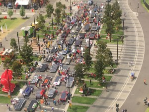 Solar Car Parade of World Solar Challenge 2015 at Victoria Square in Adelaide, Australia (credit: sunisthefuture-Susan Sun Nunamaker)
