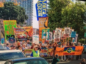 Climate March Nov 2015-Oakland CA (credit: 350.org)