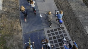 Solar Bikepath of Netherland, first in the world, being installed in Nov. of 2014 (credit: pri.org)
